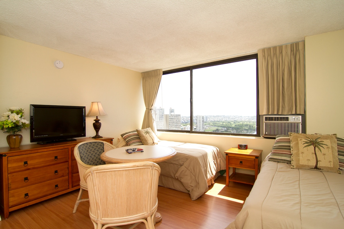 Two twin beds (+airbed optional), with dinning table and flat screen TV. Air conditioned!