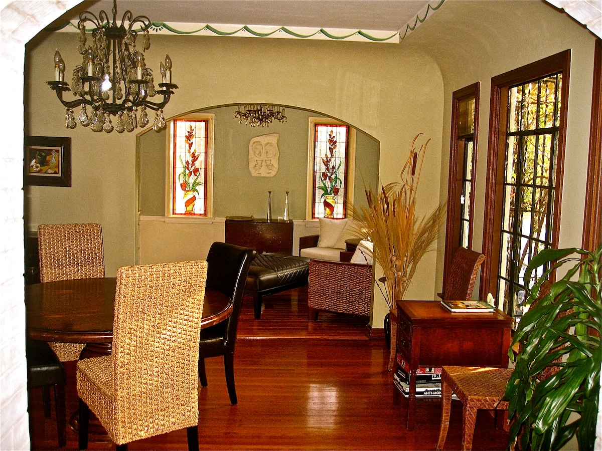 Dining and breakfast rooms