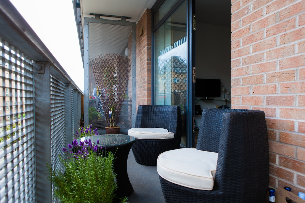 The lovely balcony, ideal for a sunny breakfast...