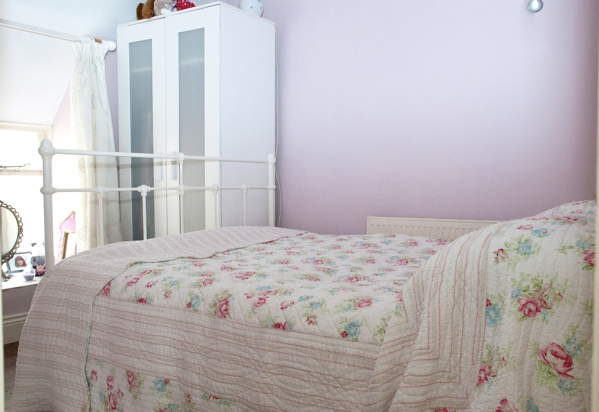 The Pink/Purple Room - cosey and cute