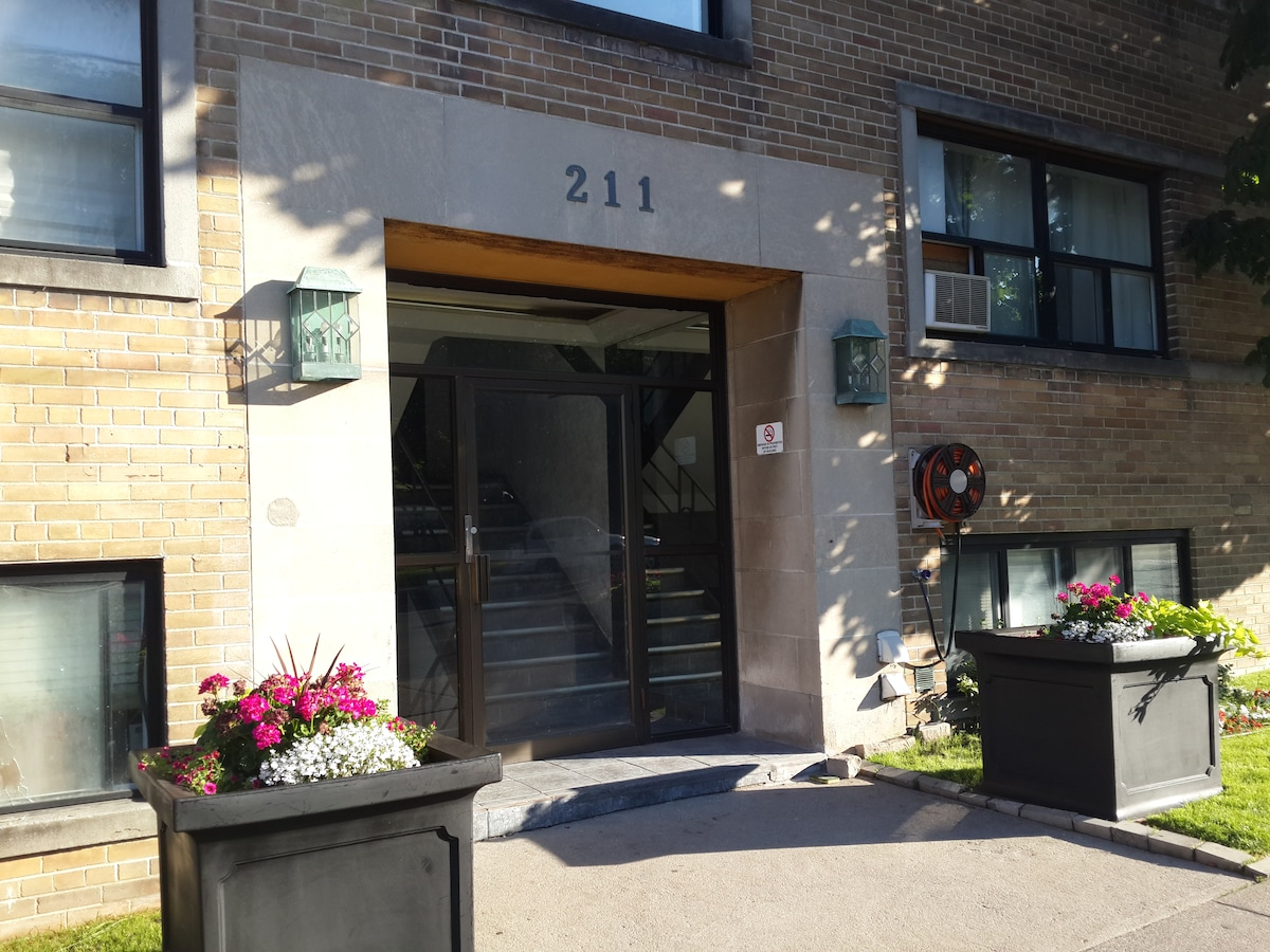 Fully Furnished 1BD Midtown Toronto