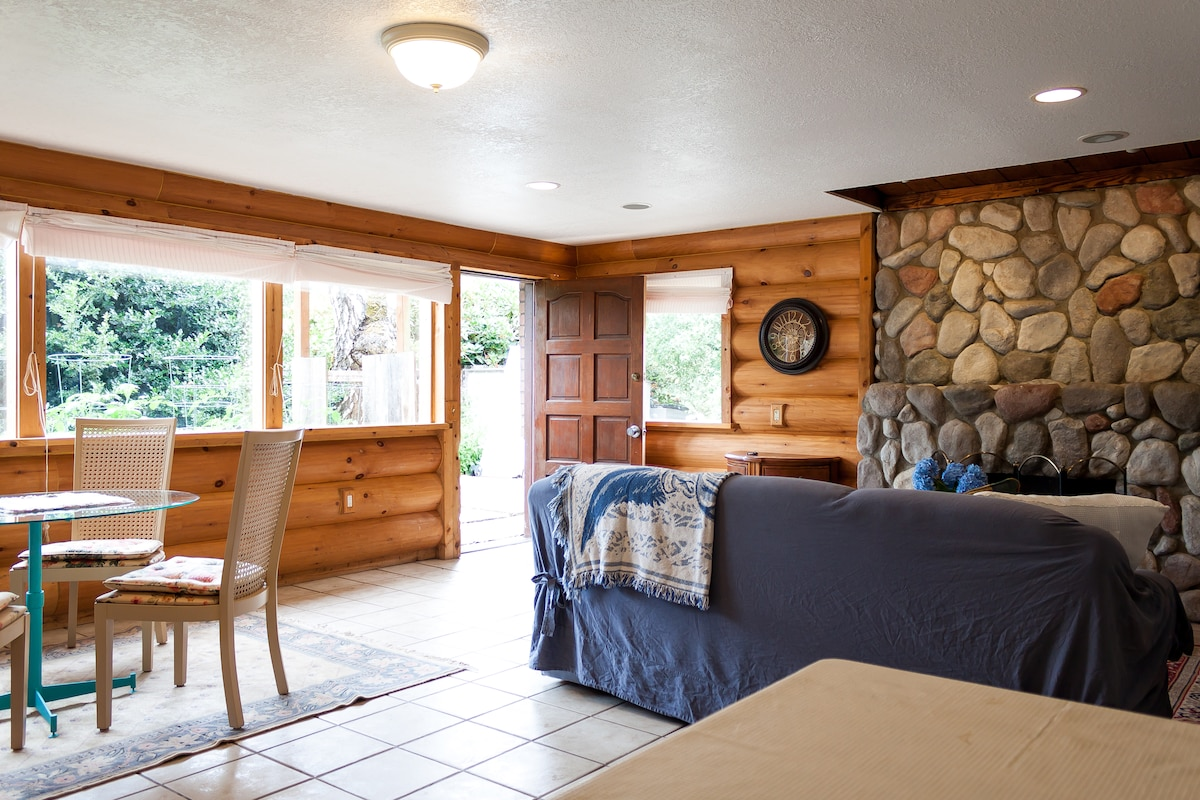 Spacious cottage style suite