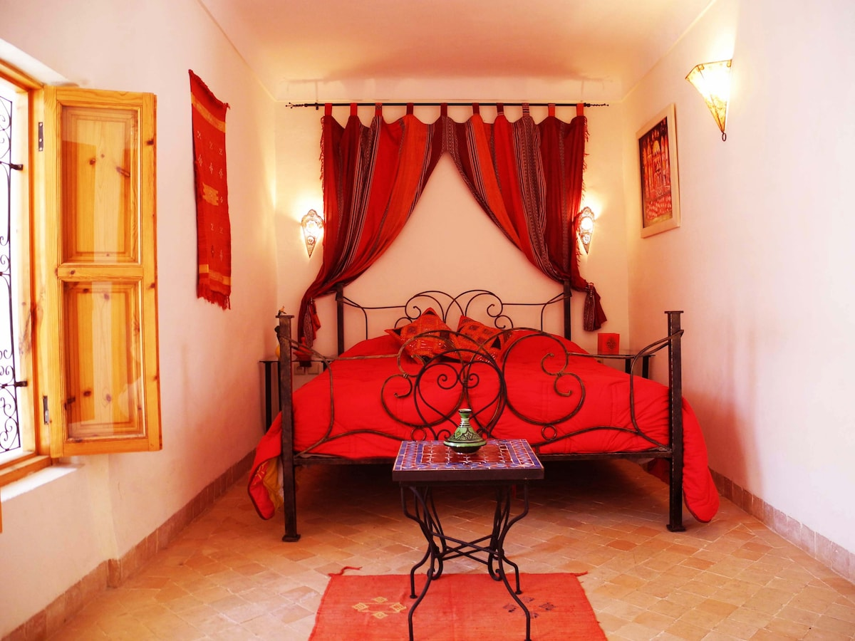 Our lovely spacious first floor Red Double Bedroom with en suite tadalect bathroom.