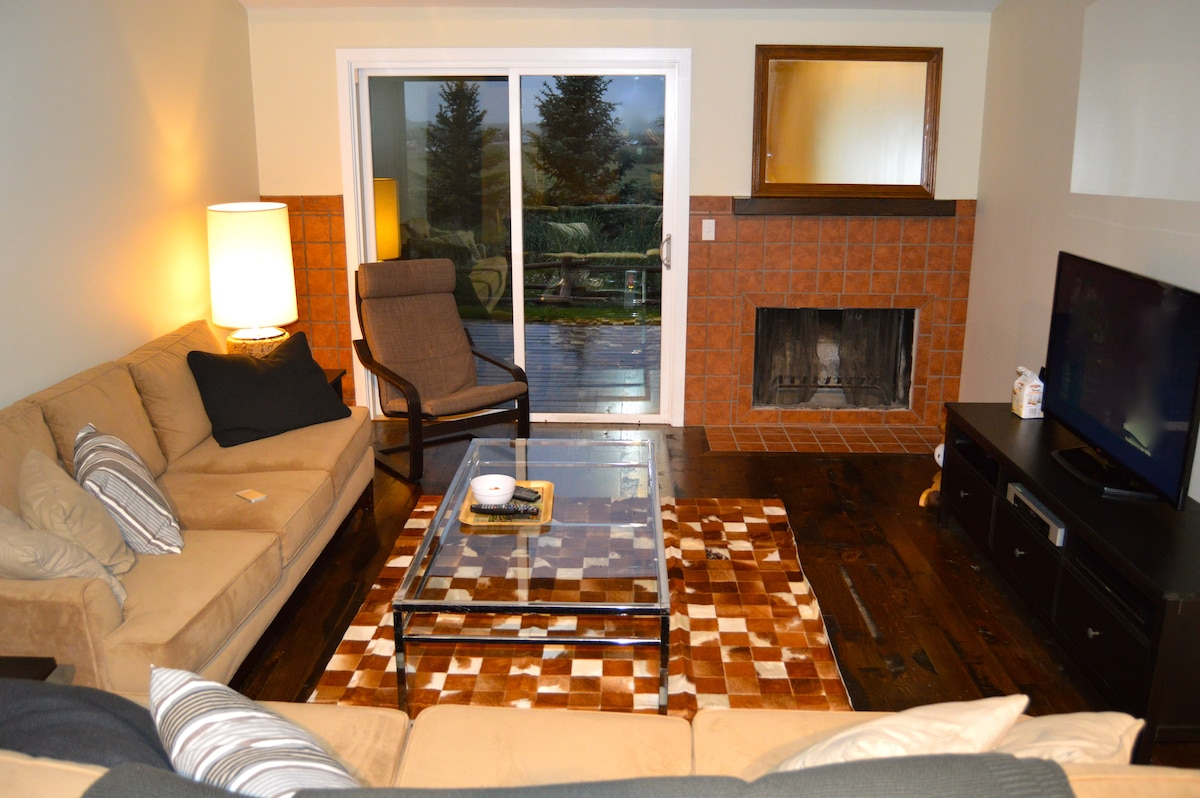 - TV/ Living area  - Access to back deck with views of Sleeping Indian and Shooting Star Golf Course