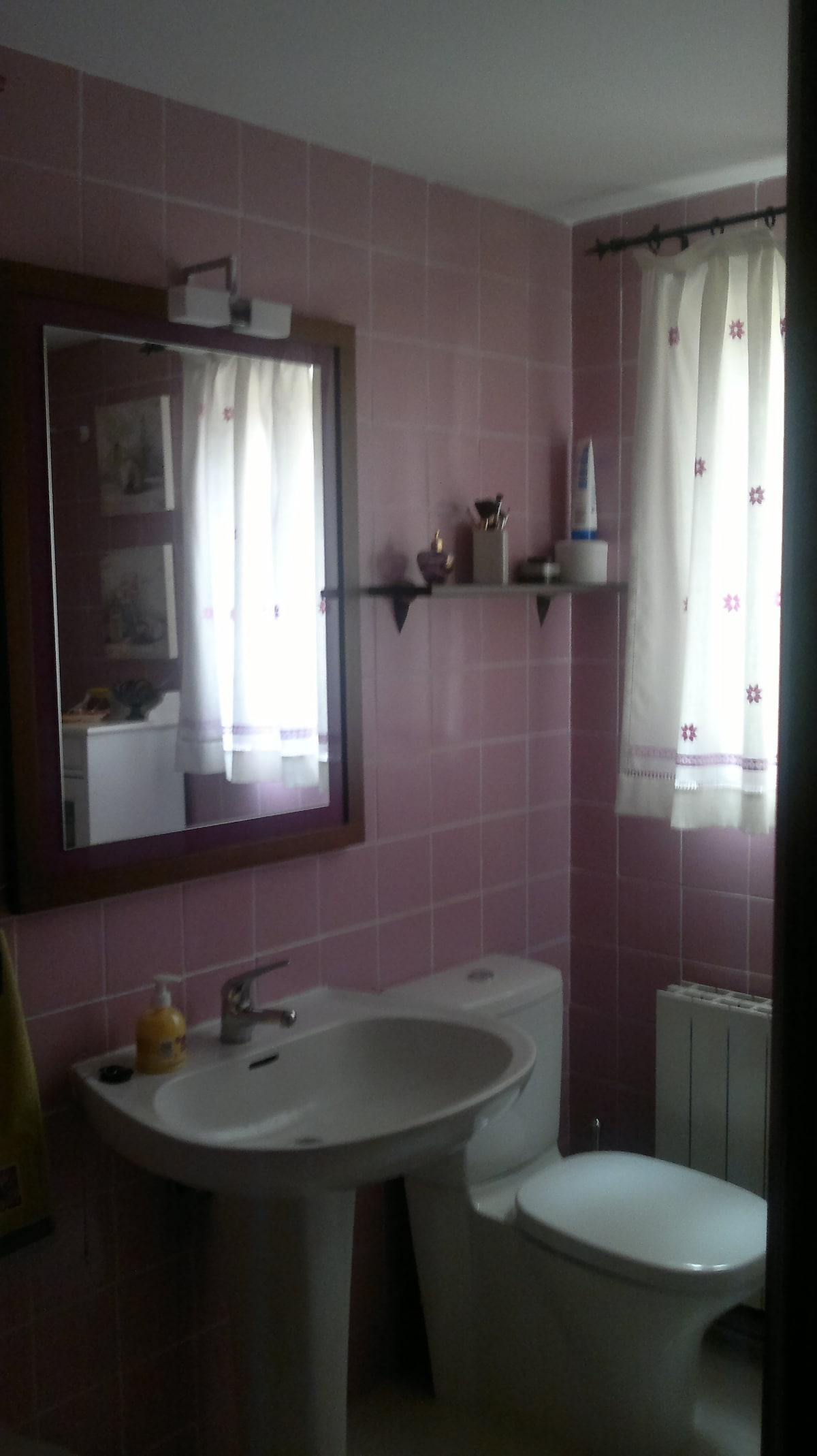 Baño con bañera para tu aseo!