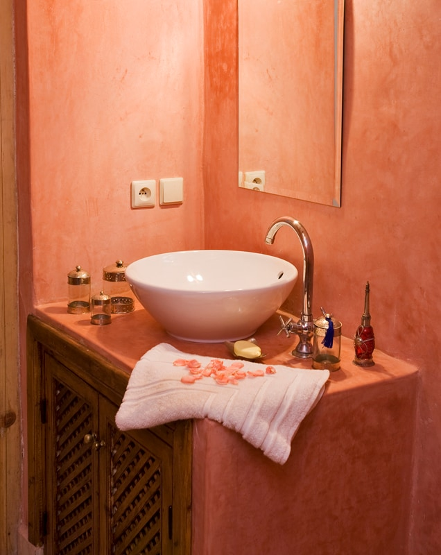 En suite bathroom ith hand polished tadalect walls and traditional zellige