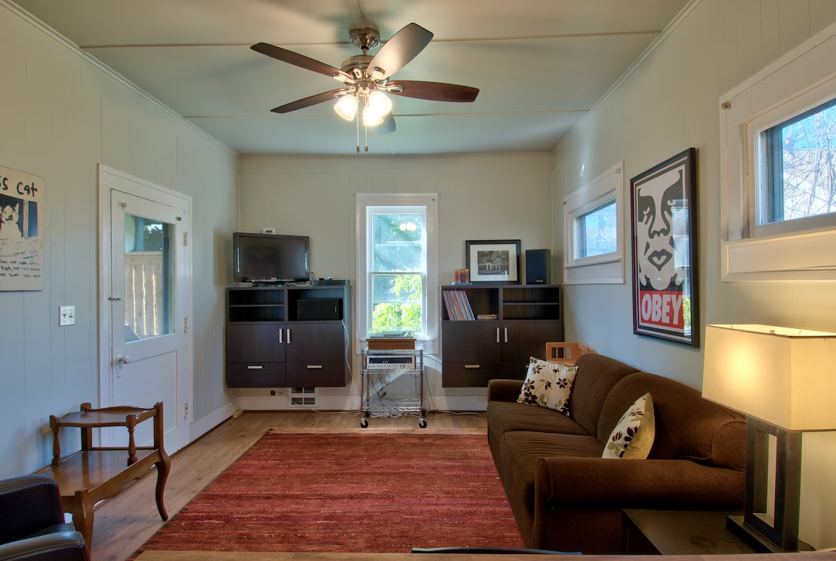 Private Cottage in Phinney Ridge!