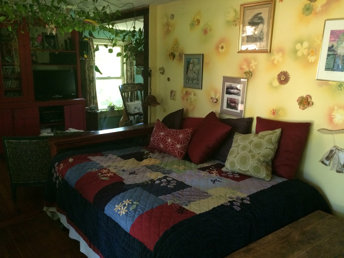 Colorful Farmhouse, Day Room