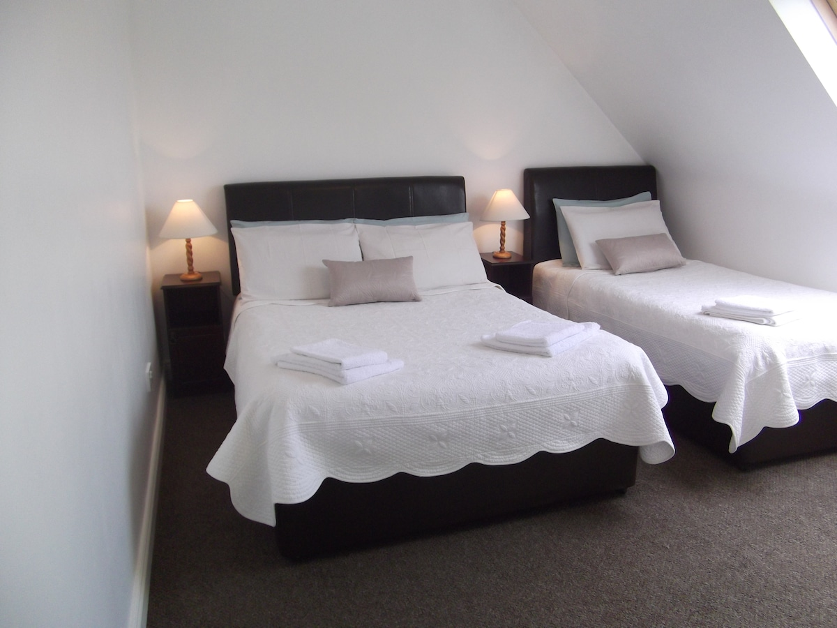 PrivateTwin Room (also a Double Room available, sleeps two)