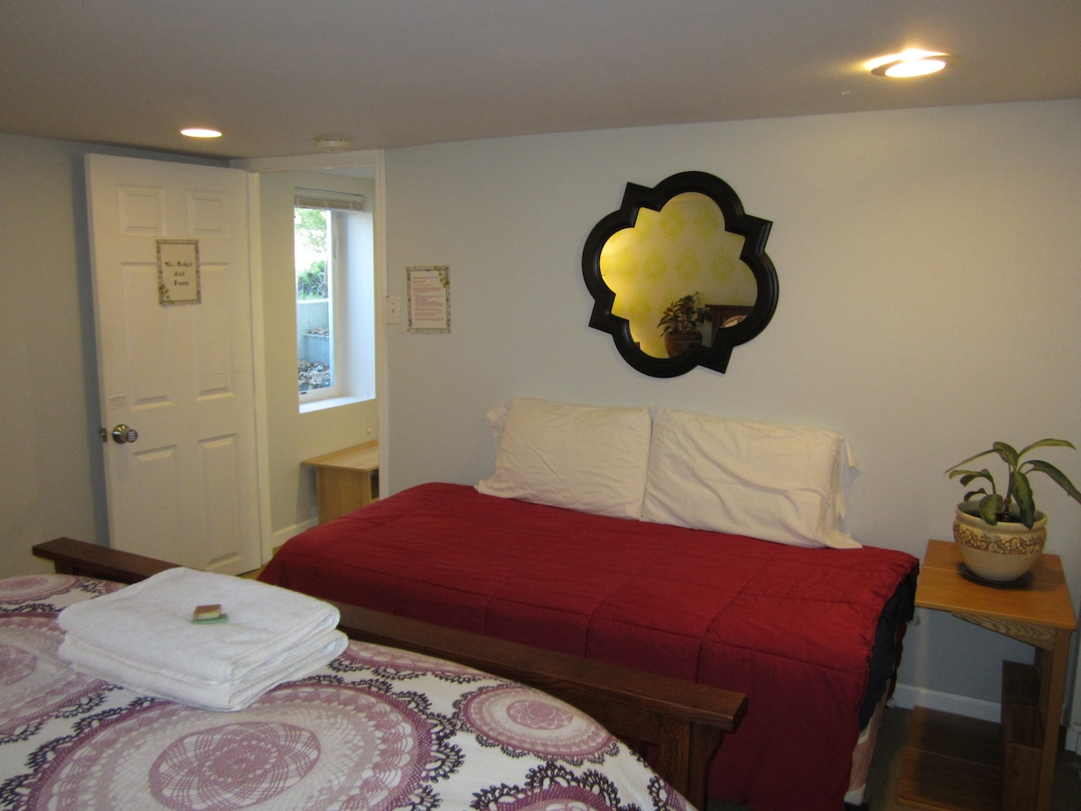 Master Bedroom with twin bed
