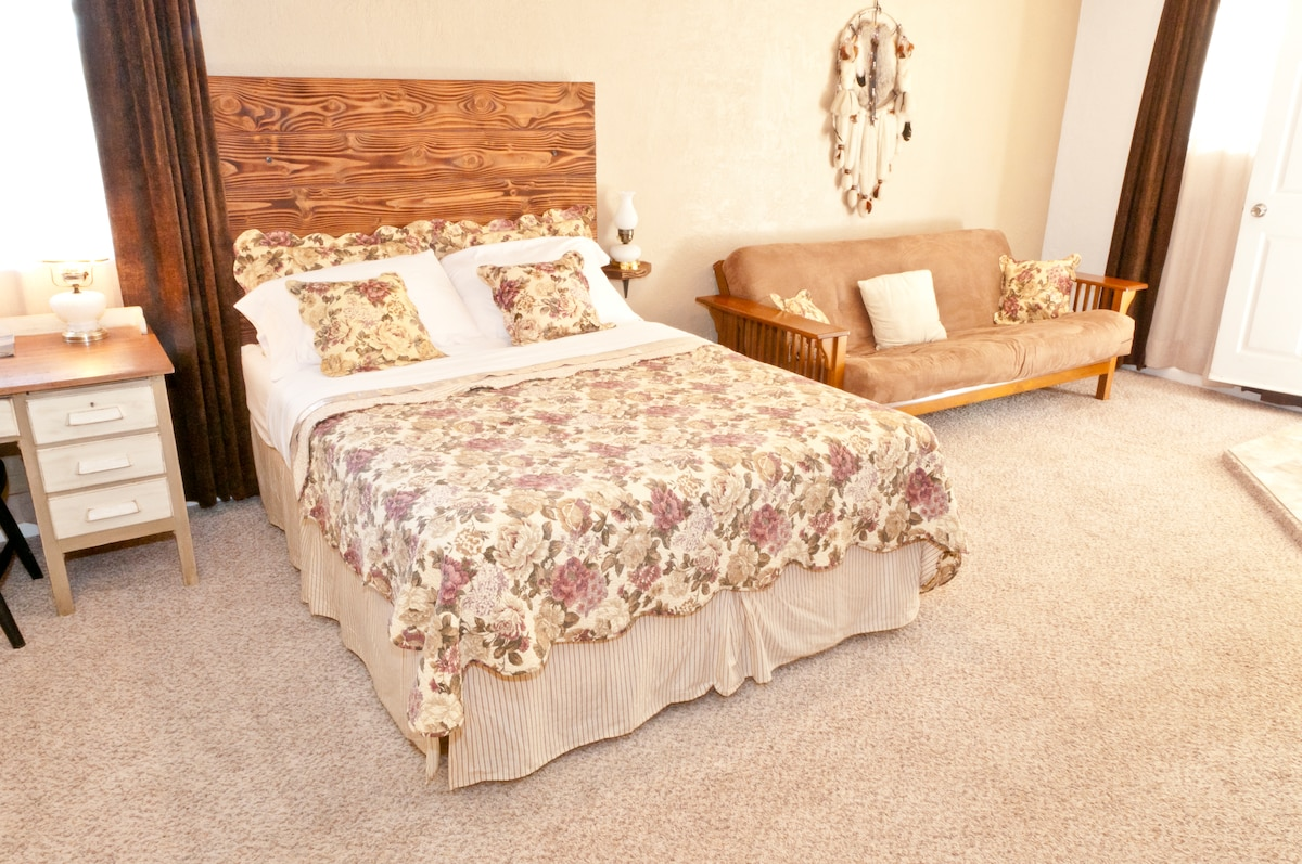 Explorer Suite is our most affordable suite with queen bed & full size futon.