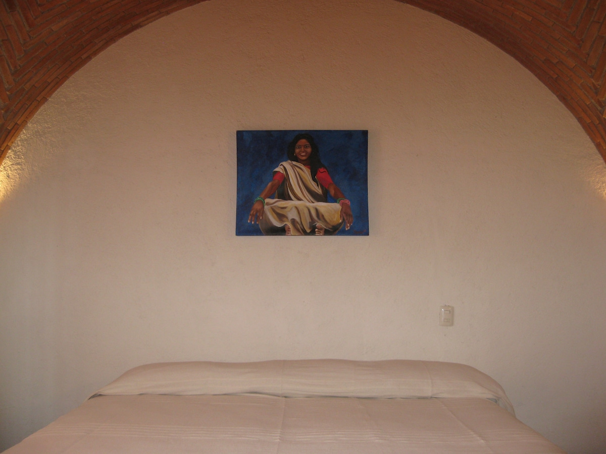 ALCOBA CON CAMA KING SIZE   /*****/     MASTER  BEDROOM WITH KING SIZE BED