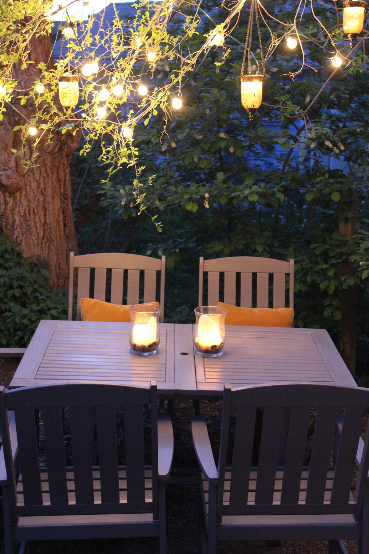 Have dinner outside under the romantic lights