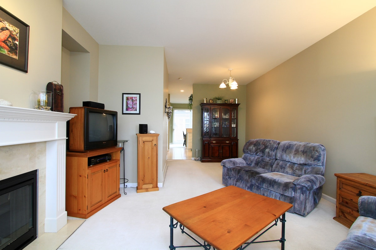 """Shared livingroom looking toward the kitchen. Love seat is also a recliner. We upgraded to a 40"""" LED TV."""