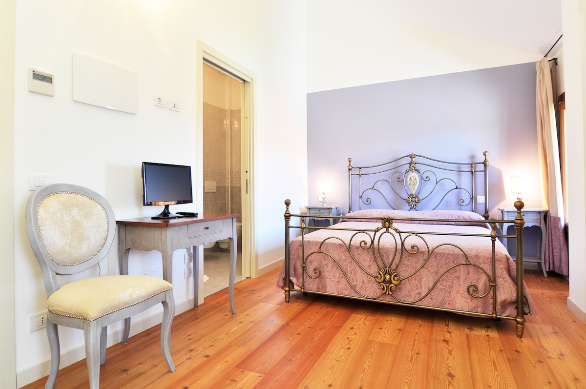 Double room in a B&B near Venice