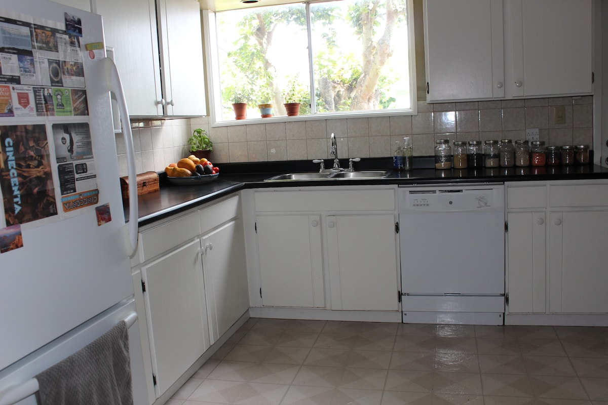 Large, fully equipped shared kitchen with complimentary spices, cooking oil, tea, coffee, sweeteners, and when available, treats from the organic garden.