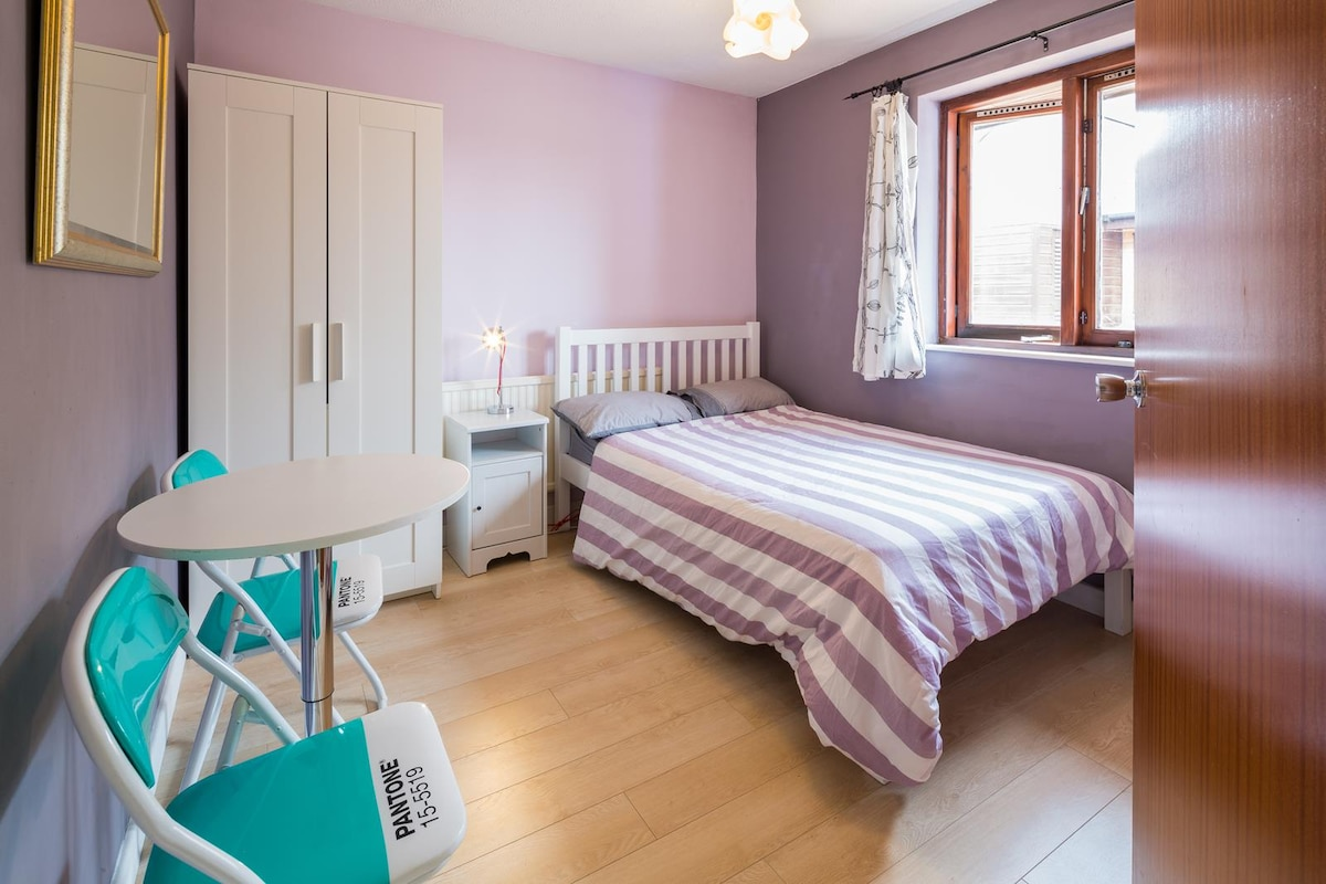 a stylish cosy room in city centre