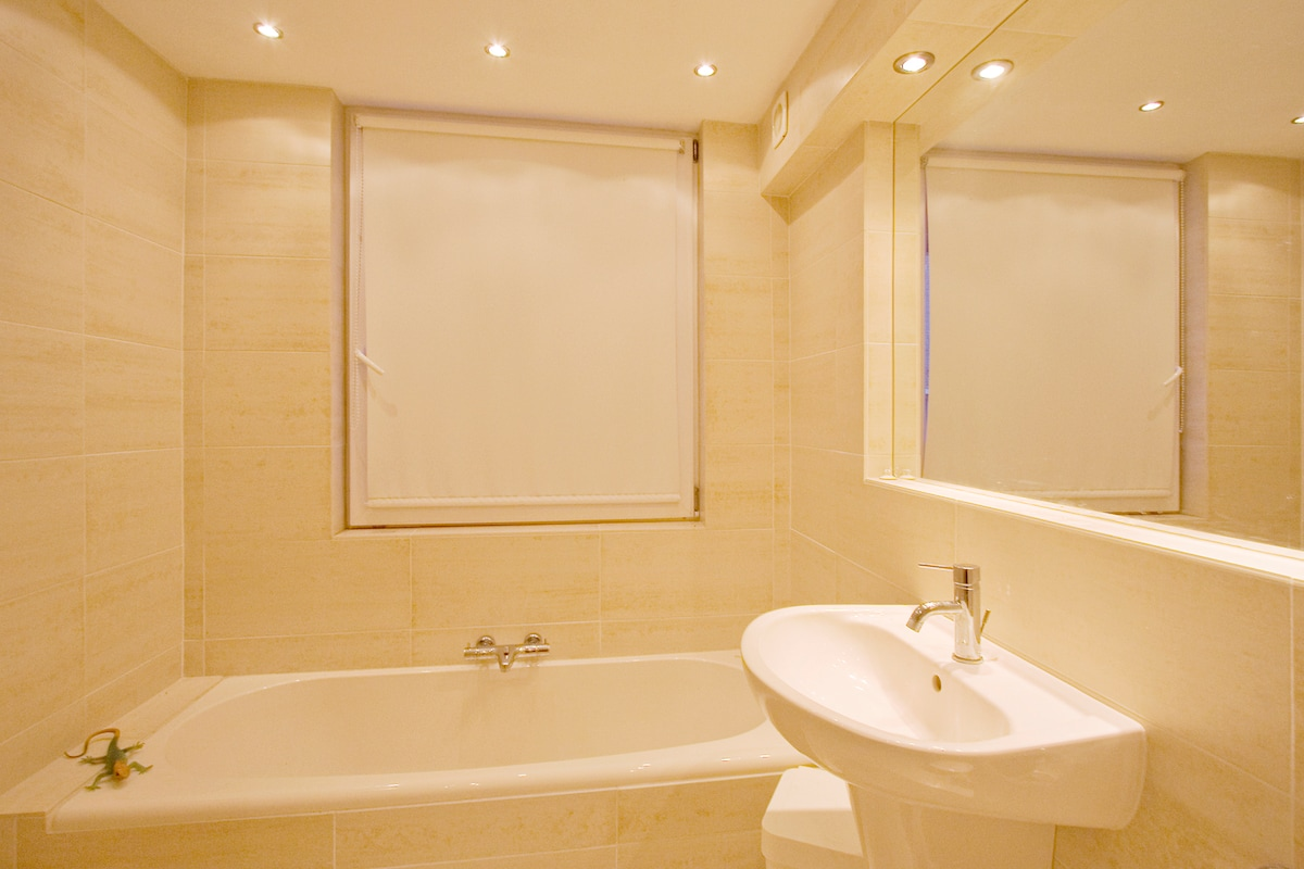 Nice room with en suite bath