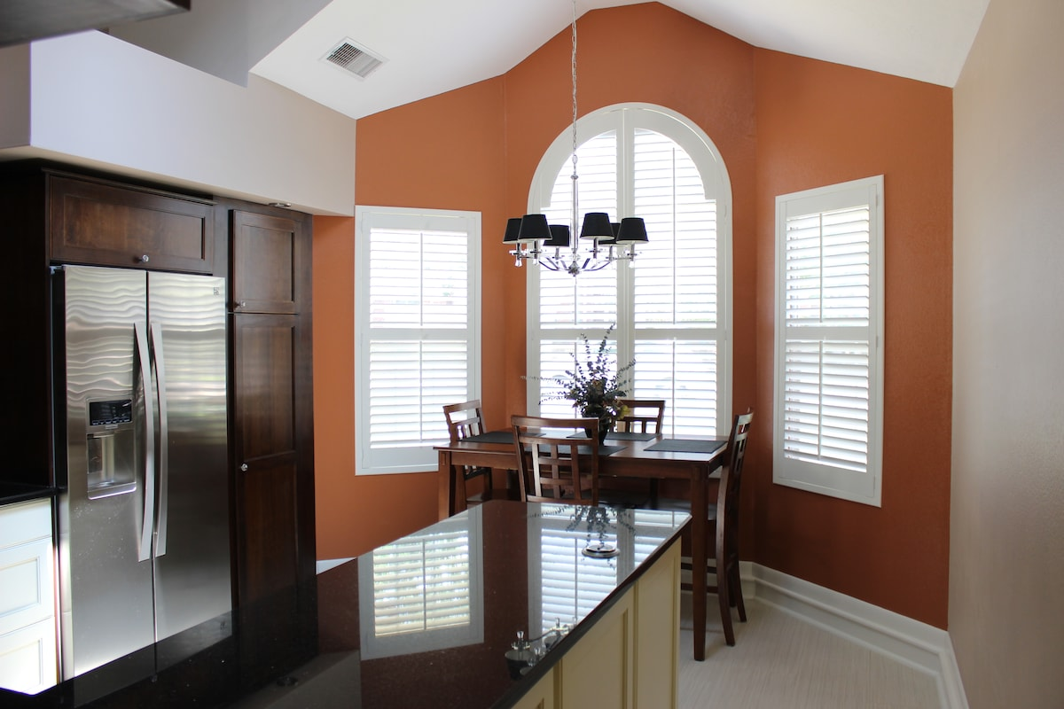 Beautifully updated kitchen and dining area.