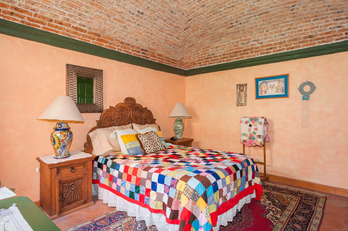 Smaller Bedroom with boveda ceiling