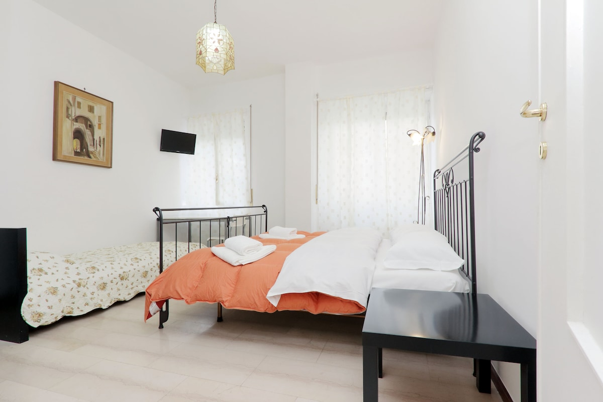 ROOMS IN ROME- re di roma stationT