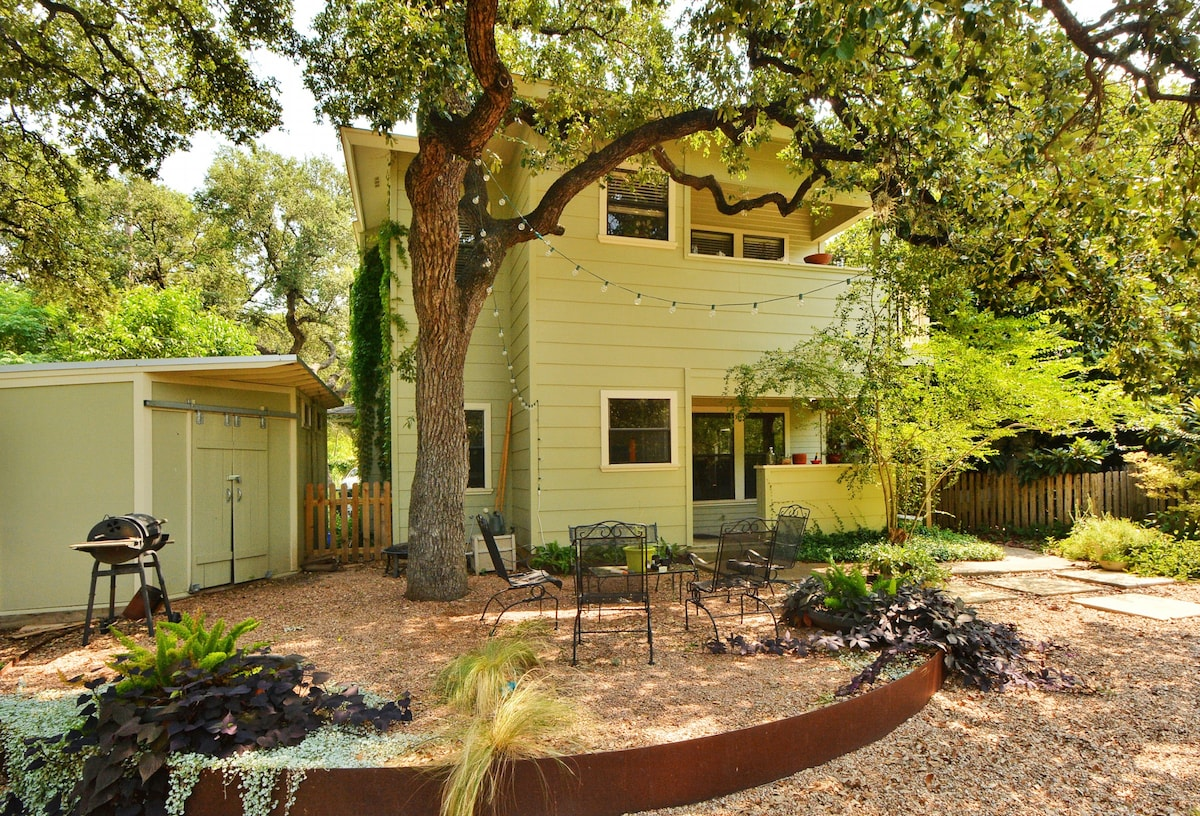 2BR/2BA South Austin Hip Duplex