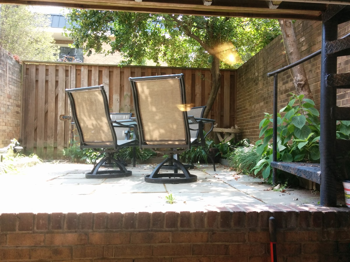 Central 1BR Near Museums, Metro