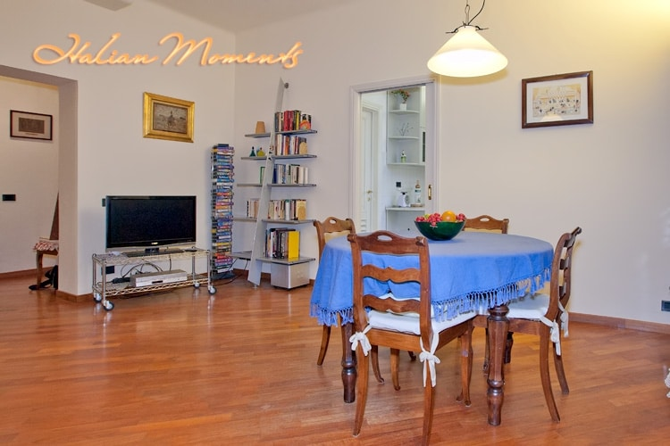 Dining area in the living room and access to the kitchen.