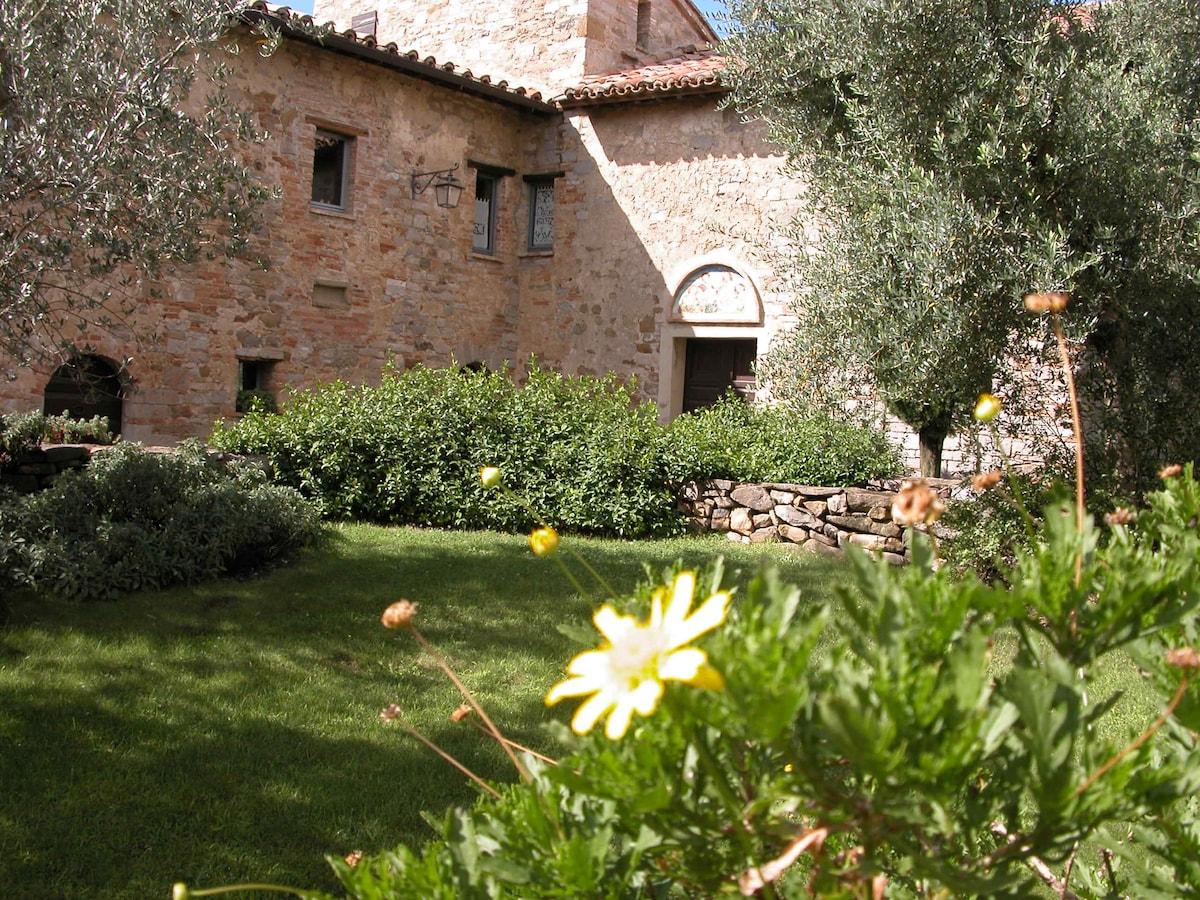 l'interno del borgo-castello di Montelagello