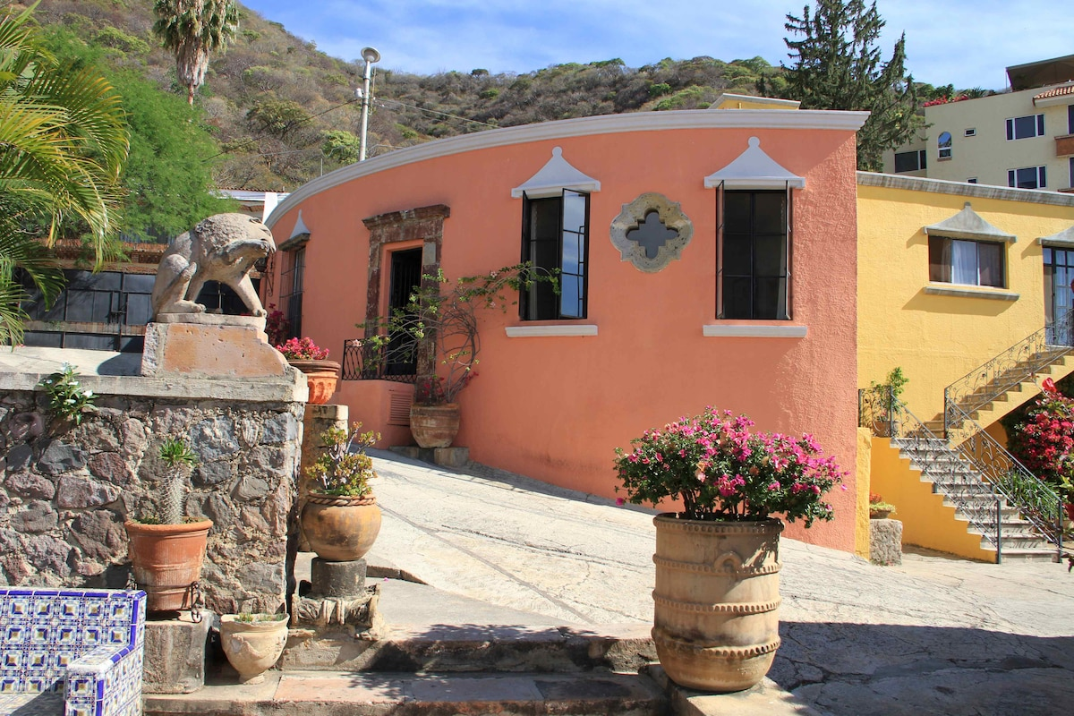 The Rotunda, Hacienda on the Hill