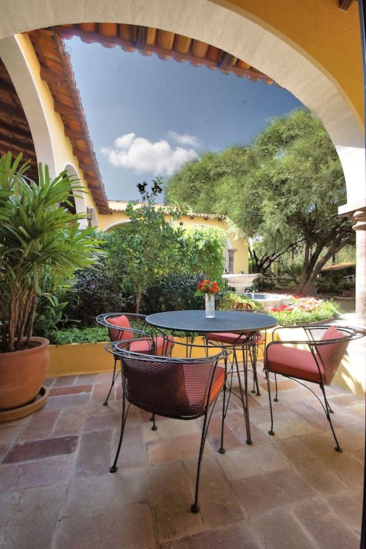 Enjoy reading, checking your email, taking some meals, refreshments, and conversation with friends and family on this private patio.  Enjoy observing the many birds that frequent the property with its 5 large mesquite trees.