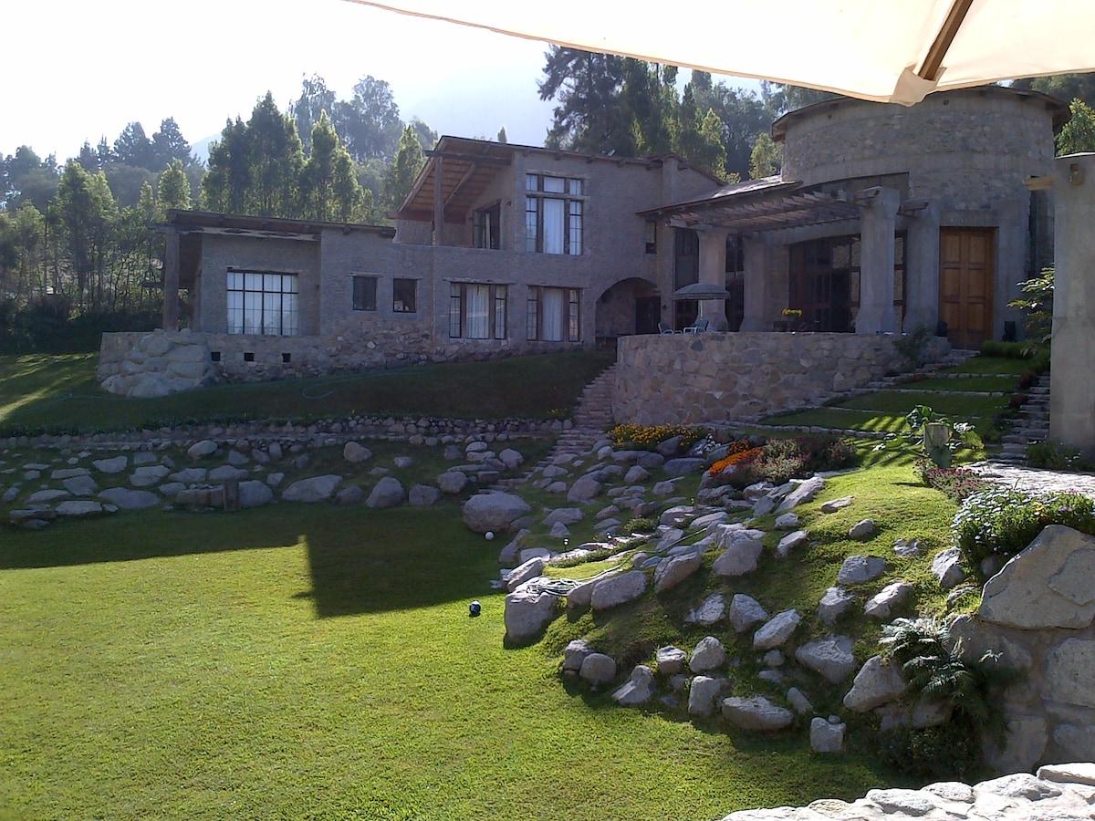 Castillo de piedras en la montaña