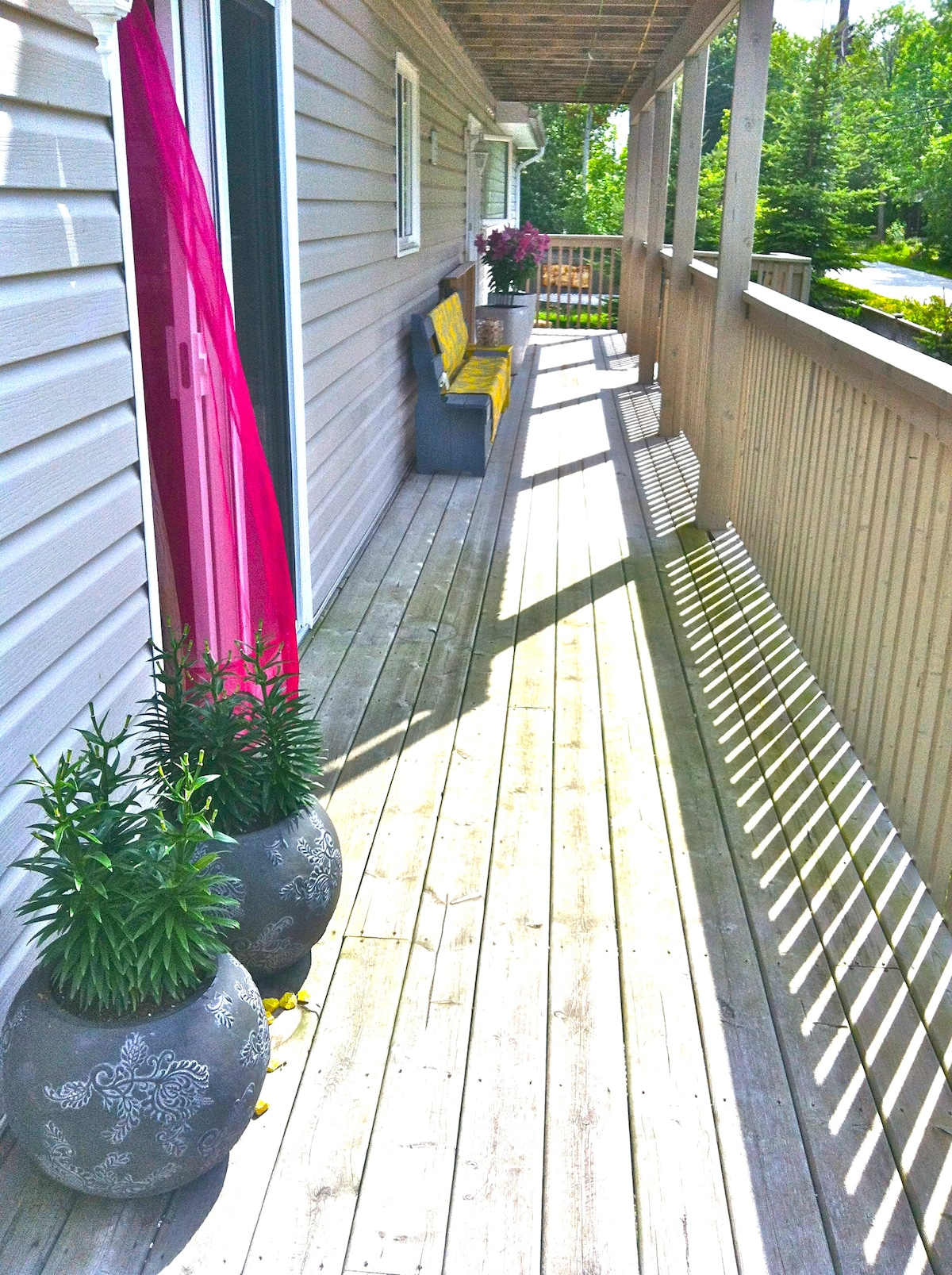 Covered side deck…all-season outdoor lounging