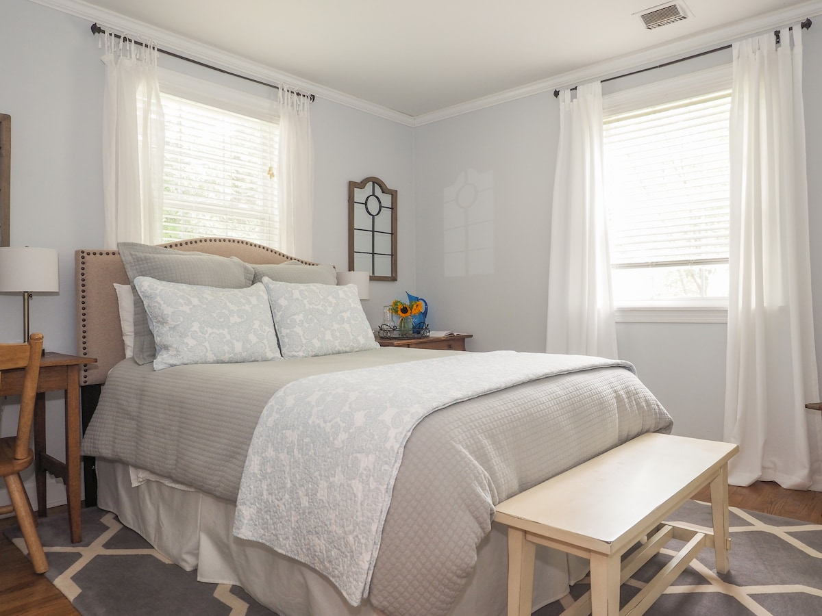 Relax in your queen bed with fresh linens.