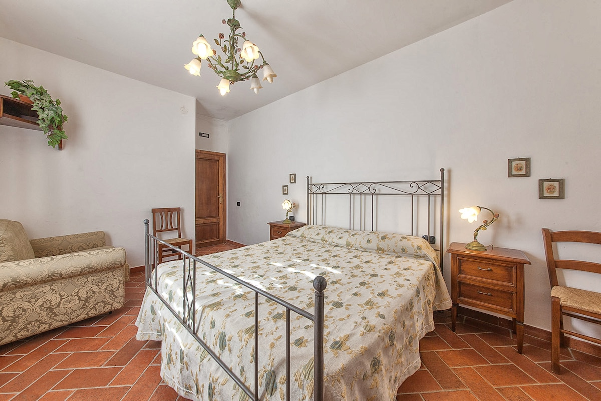 Camera da letto matrimoniale + divano letto singolo