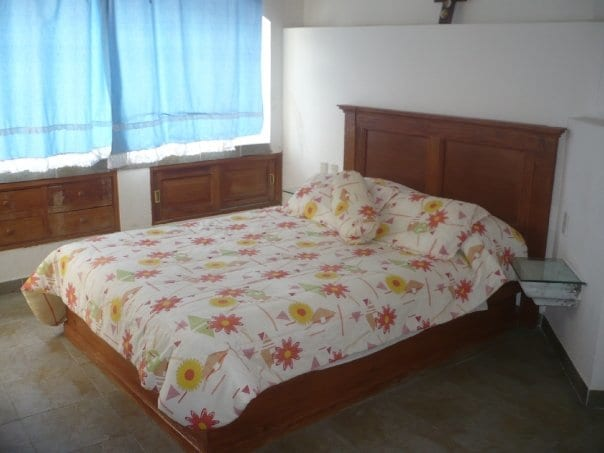 Habitacion Tipo Ensuite, comodamente amueblada, equipada con T.V. y cable $ 500.00 para dos personas