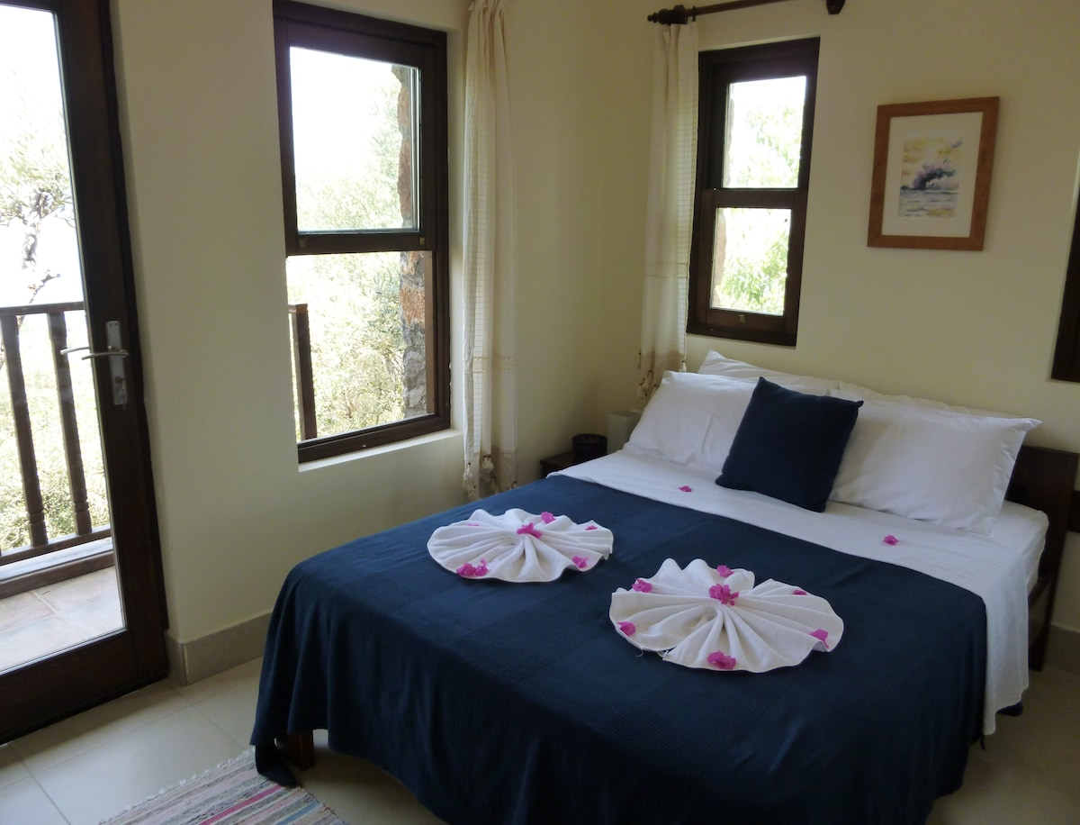 Ground floor double bedroom, with balcony