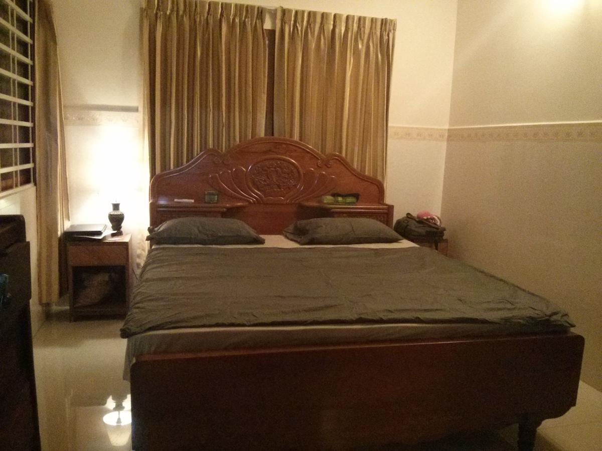 H. Top floor room, own shower+WC