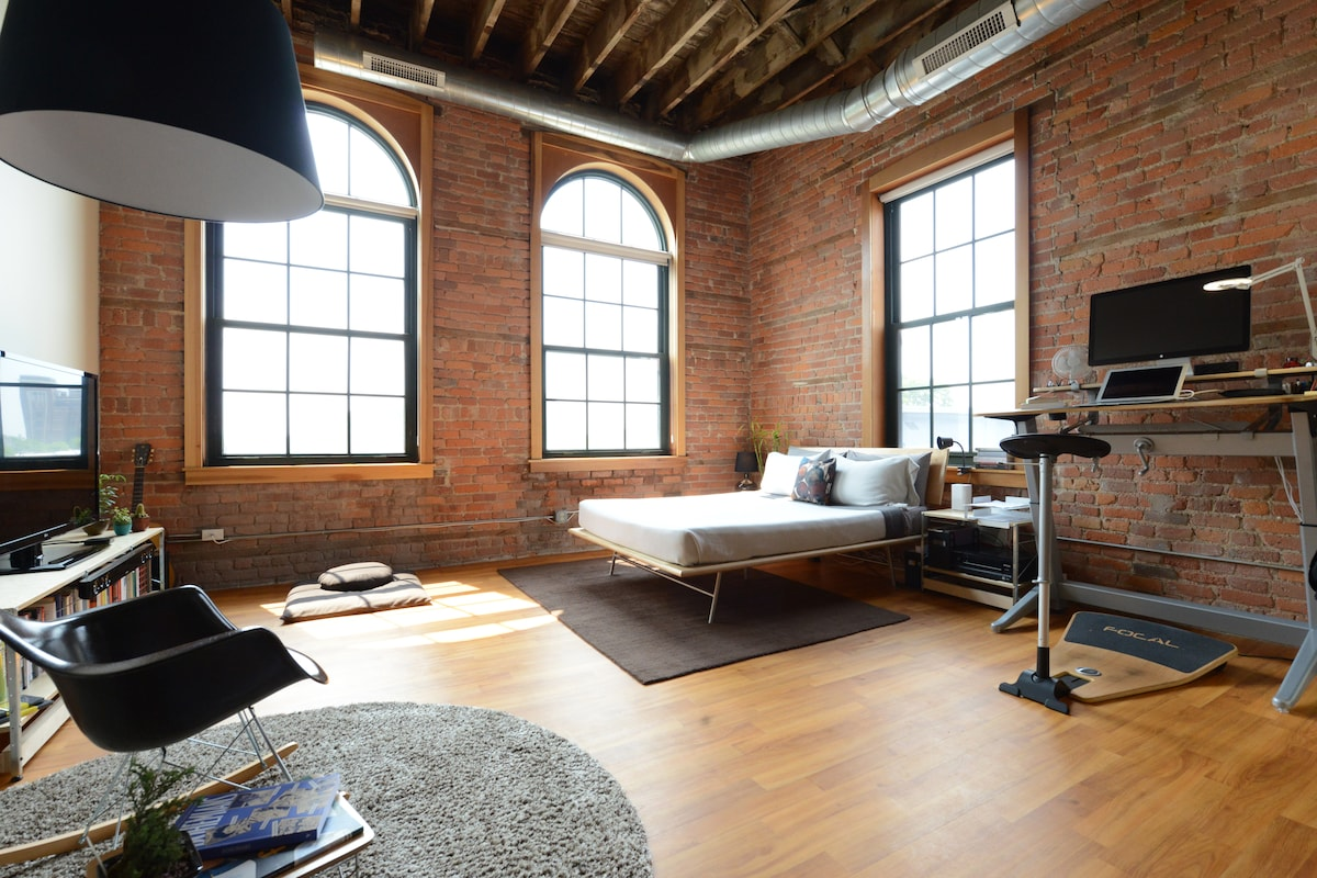 Bricks - Big Windows - Good Design