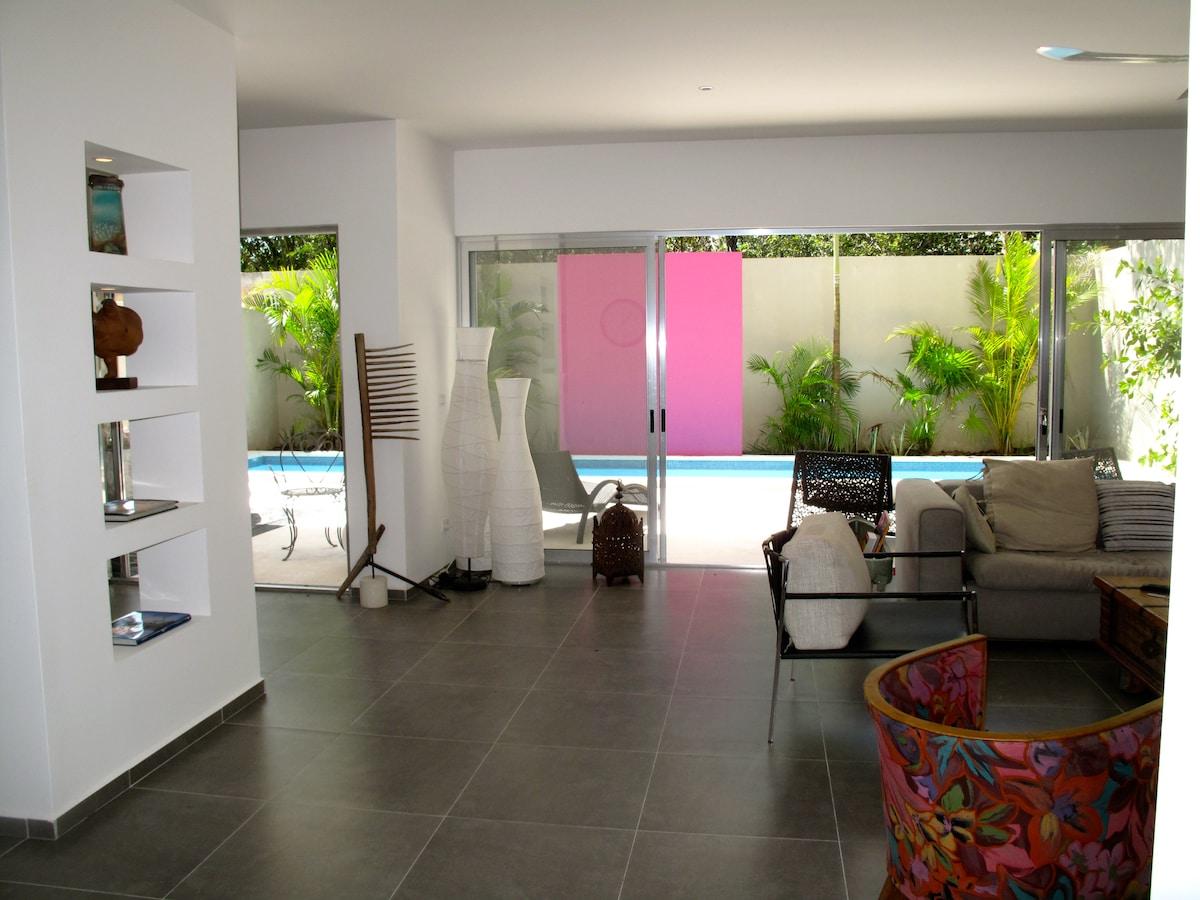 maison 380m2, piscine, solarium.