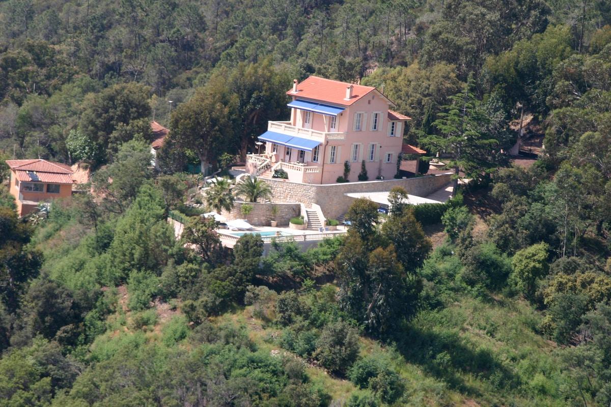 Complete privacy on a 15.000m2 estate
