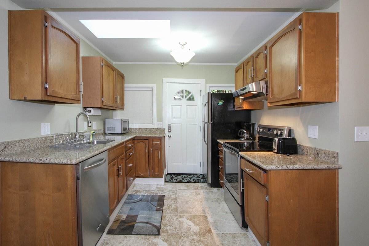 Fully set up kitchen with all amenities for your use!