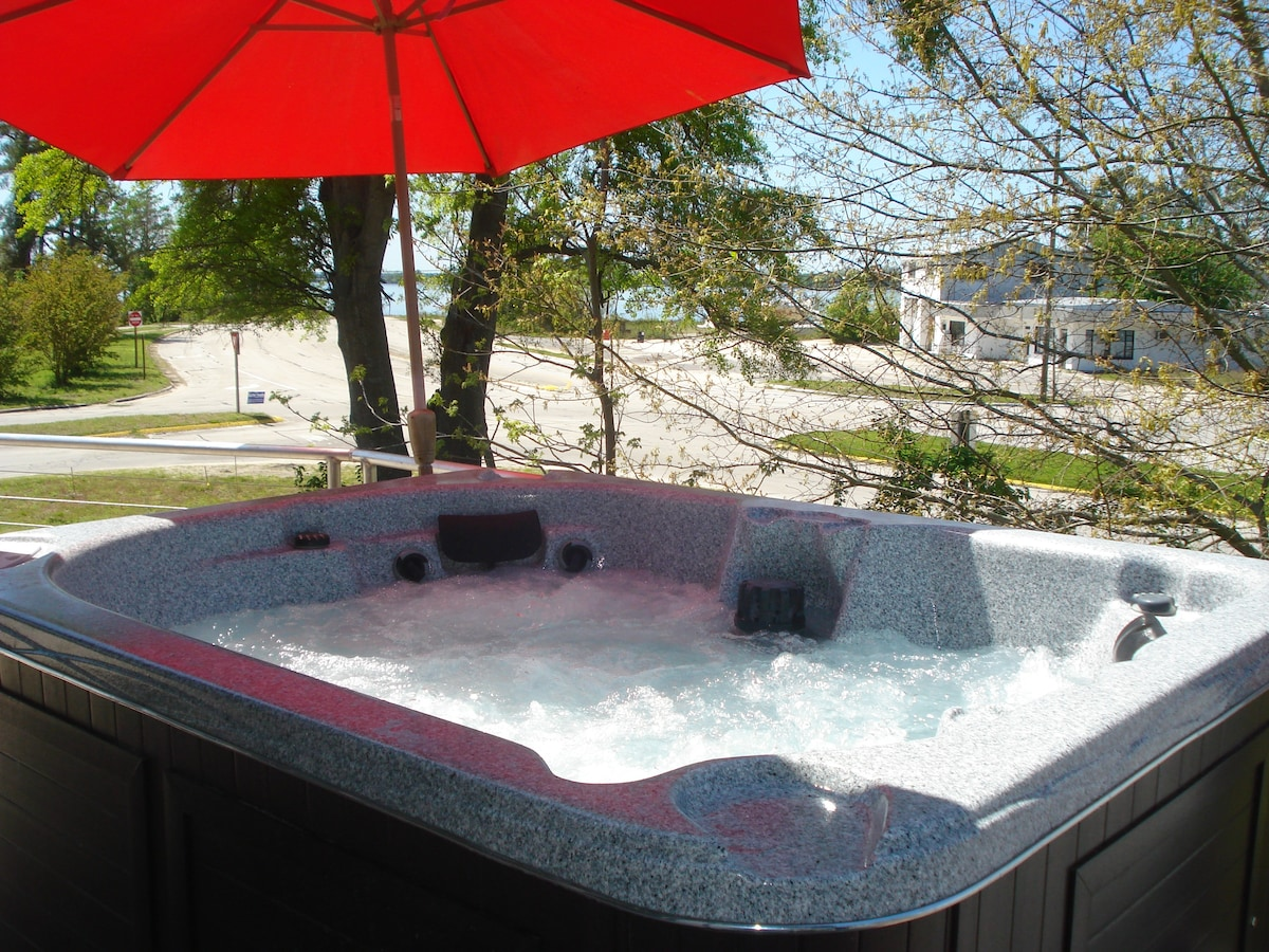 Enjoy a relaxing or invigorating soak in the salt water spa.  Song birds will often come to see what's going on!