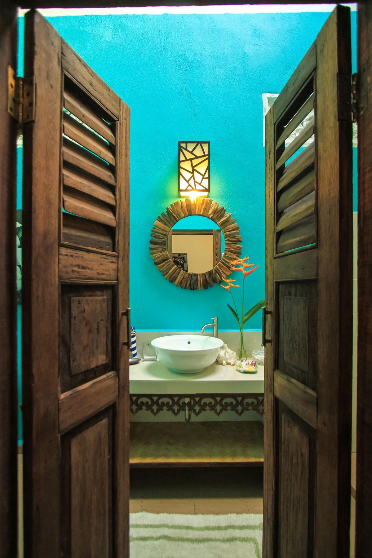 Entrance to bathroom of Damai 1