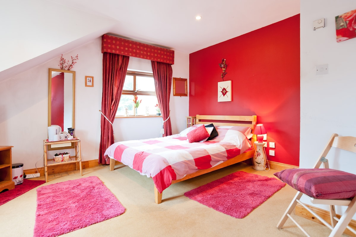 Tinnycross House - The Red Room