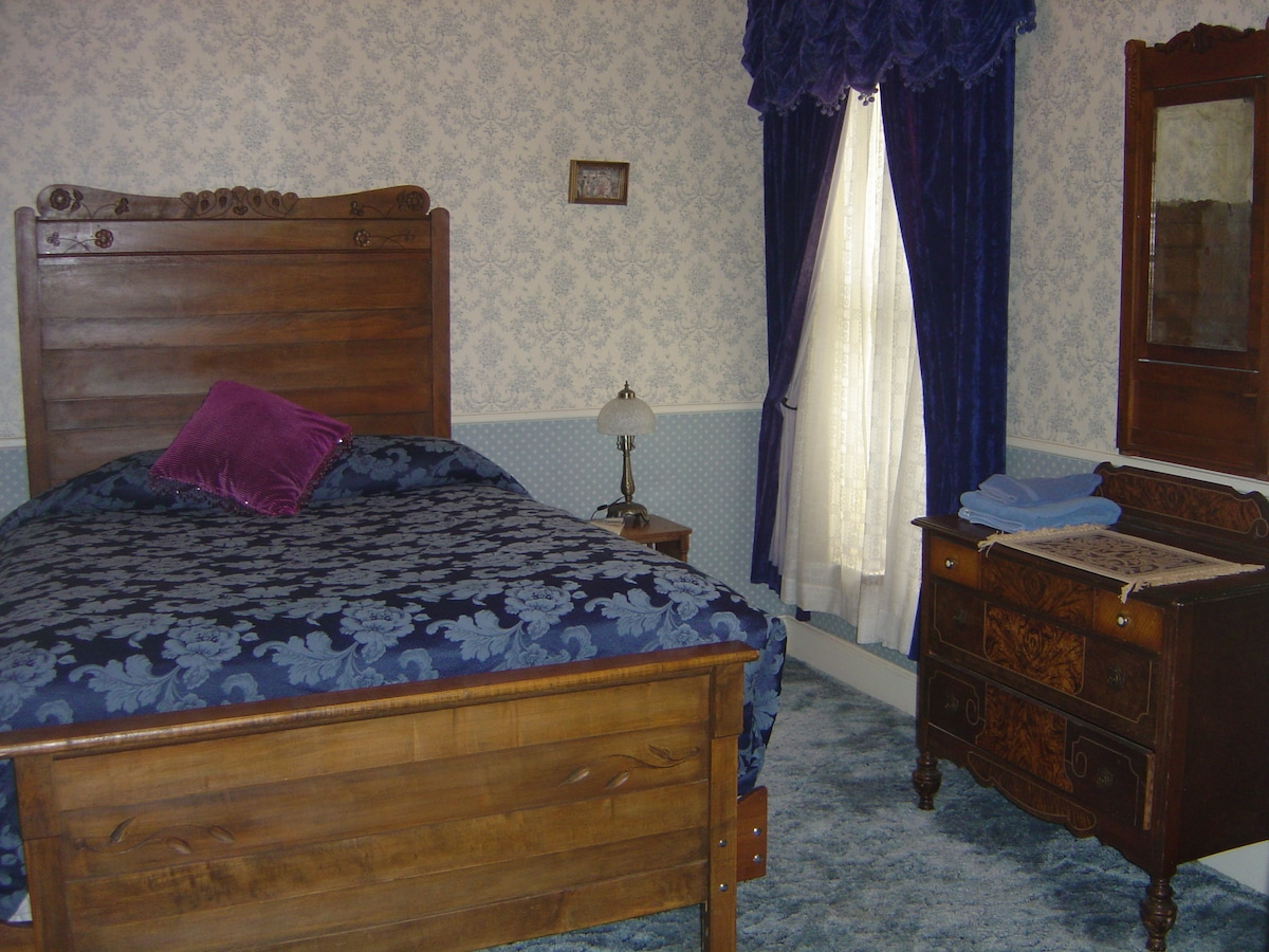 Private rm queen bed shared bath #6