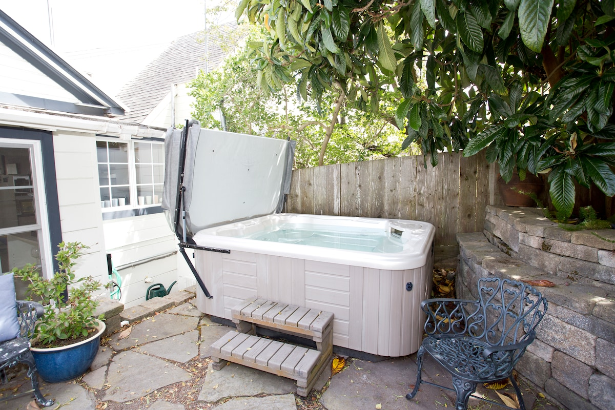 Hot Tub Cottage in the Heart of SF