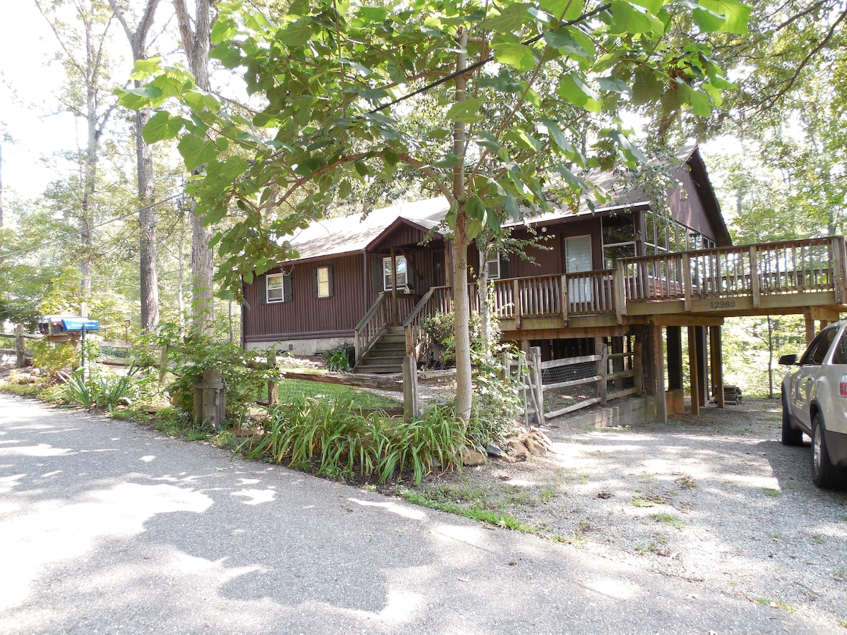 Lovely log cabin in beach community