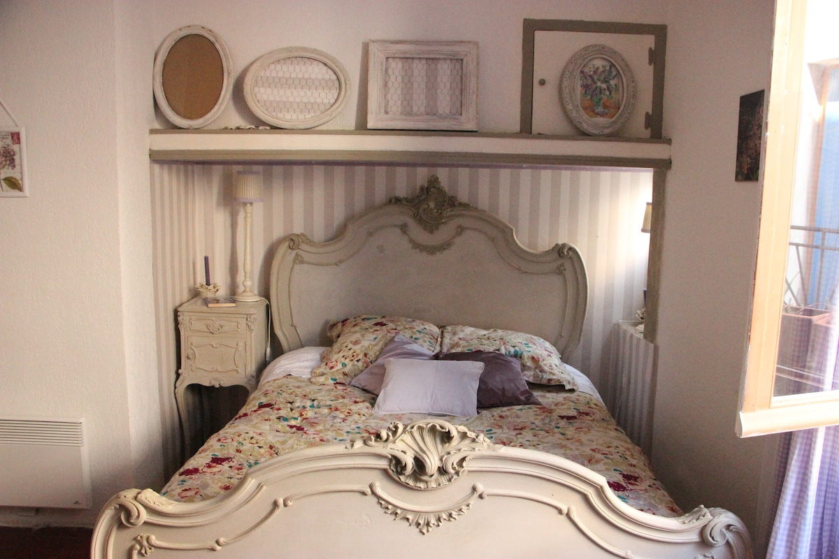 ROMANTIC PRIVATE ROOM AND BATH