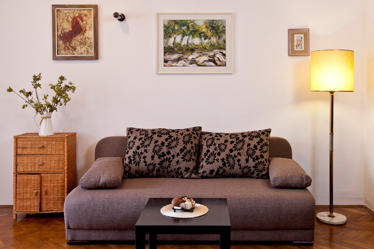 Living room sofa that can be extended into confortable double bed